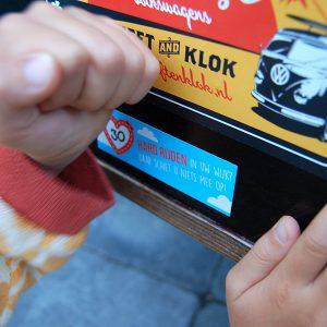 Box in Beeld_kleine sticker plakken